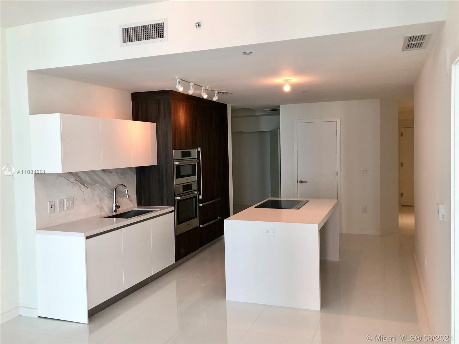 beautiful unit located in the downton of miami in front of arena has two bathrooms and a master bedr