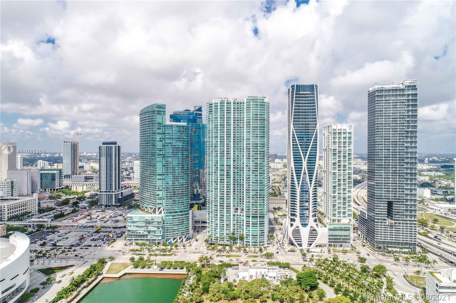 This beautiful 50th floor suite, located in the luxury high rise 900 Biscayne has breathtaking views