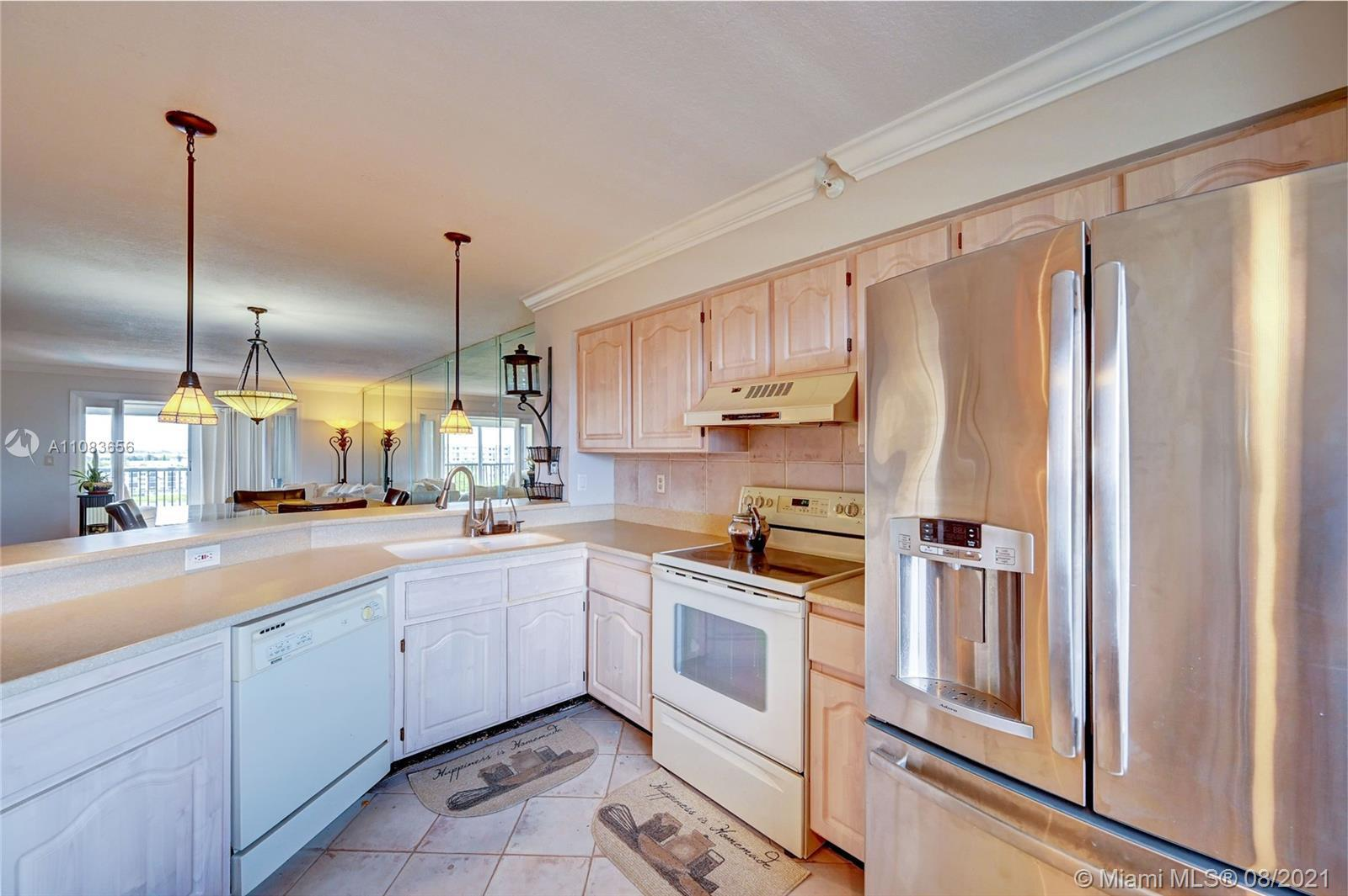 Beautifully remodeled 2bedroom 2bathroom Penthouse condo overlooking the breathtaking pool and lake