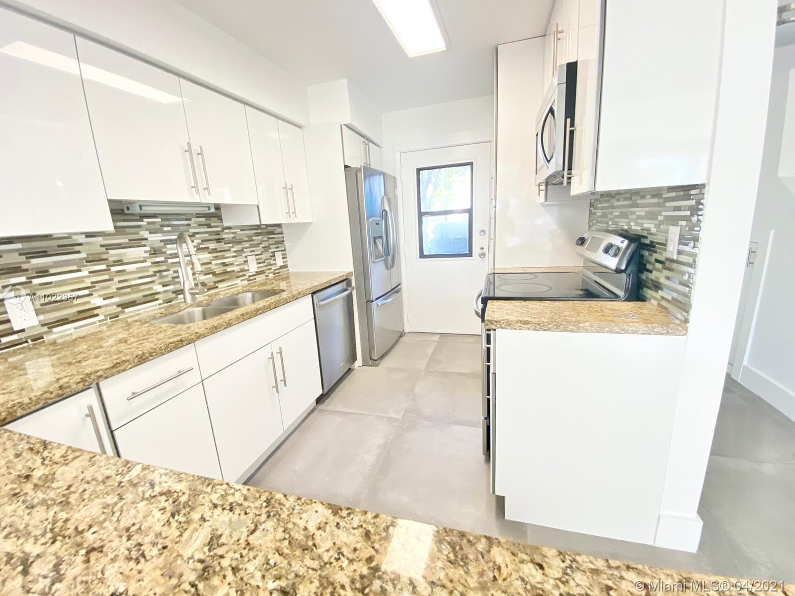 MUST SEE, Beautiful 3beds/3baths Totally Renovated unit rarely available on the Aventura Circle, Tot
