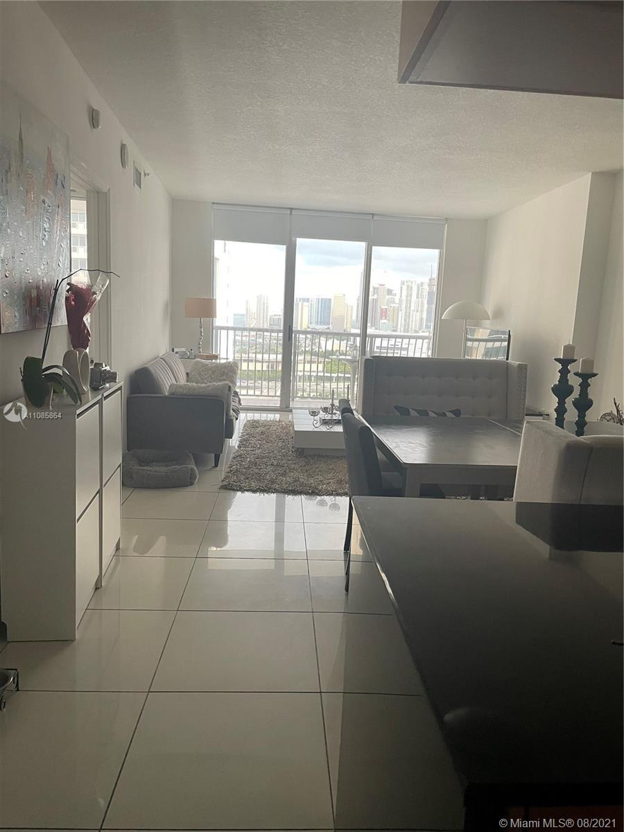 Luxurybreathtaking views of the city and Biscayne Bay in this elegant and comfortable one-bedroom un
