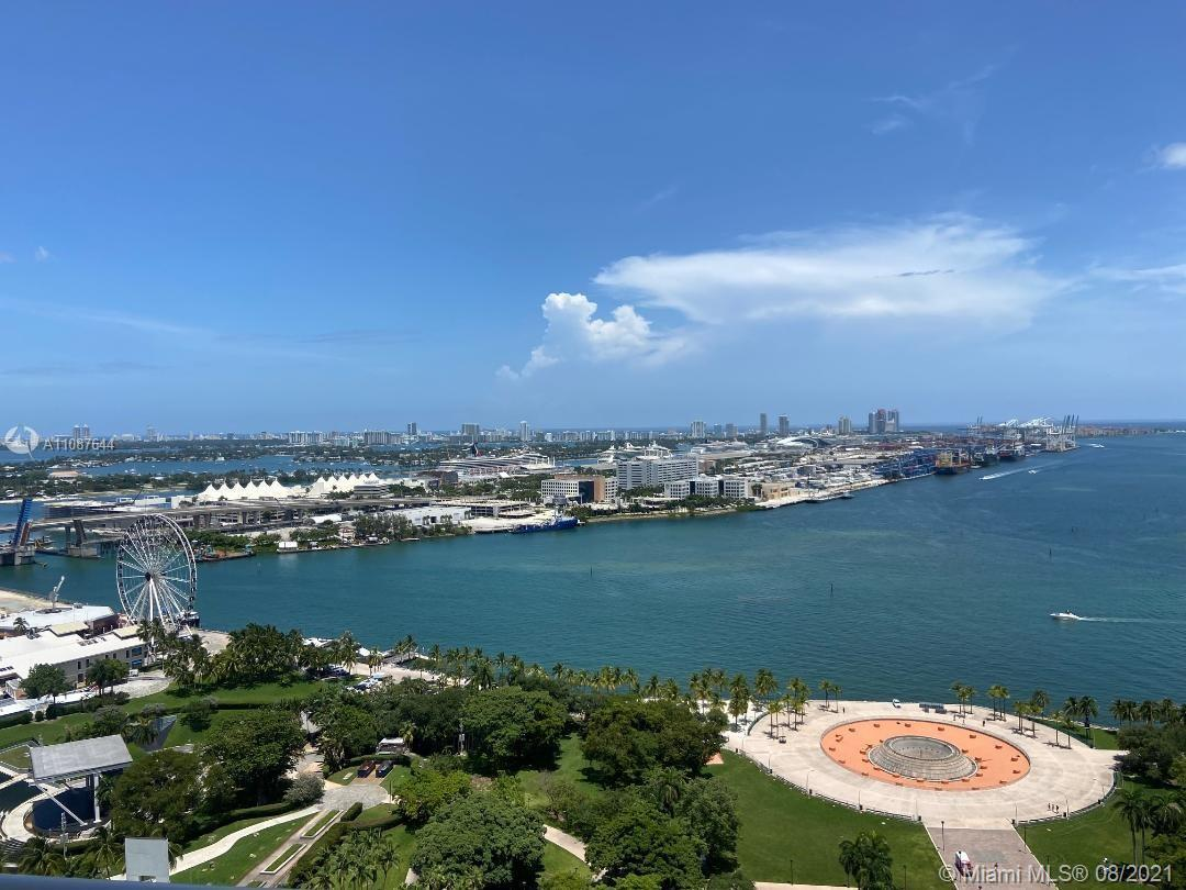 50 Biscayne is a chic condominium high-rise, located in the center of highly touted downtown Miami.