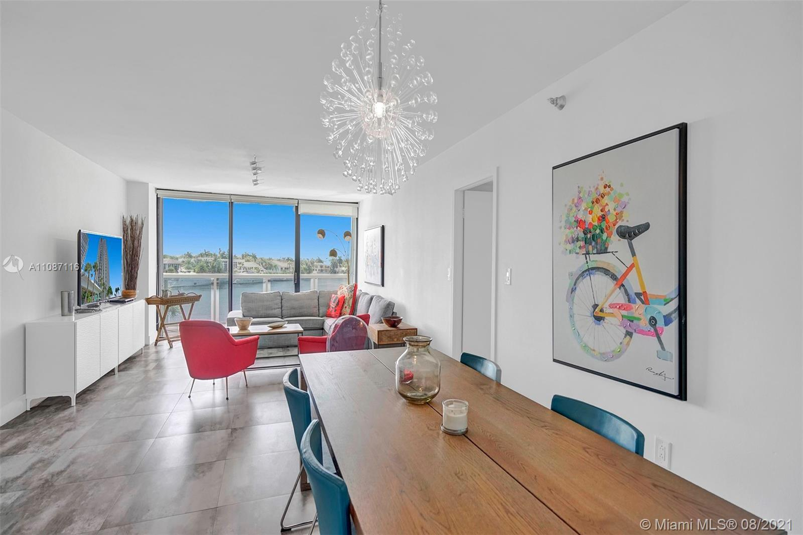 Gorgeous 2/2 unit with amazing intracoastal views from every corner overlooking Golden Beach multi m
