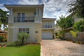 Spacious 3 bedroom 2.5 bath Townhome in Wilton Manors. Walking distance to pretty much everywhere. S