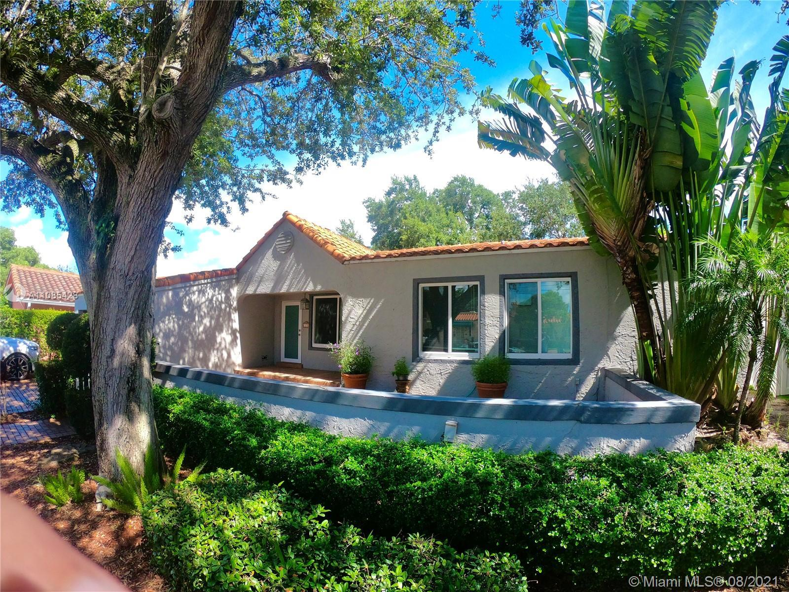 Attention investors and Home Improvers ! Rio Vista Large 3 bed 3 1/2 bathroom with oversize lot. Wil