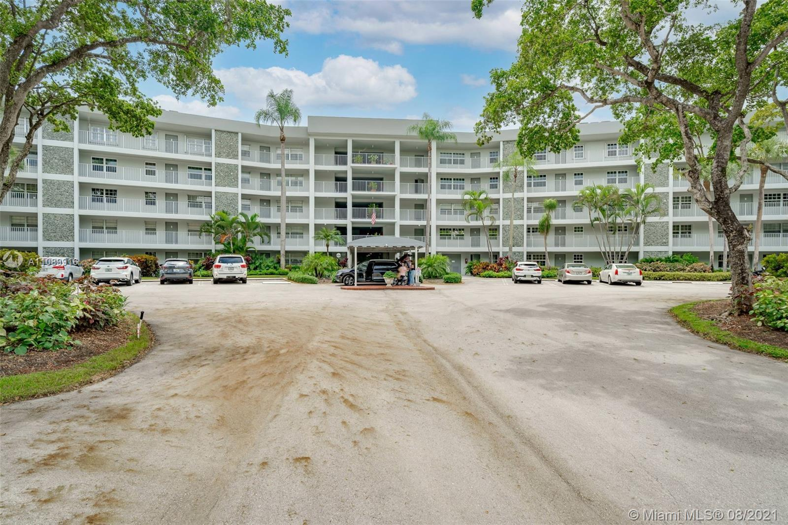 Beautiful Light, Bright, 3 BR 2.5 bath, ground floor condo in Palm Aire Country Club, no equity buy