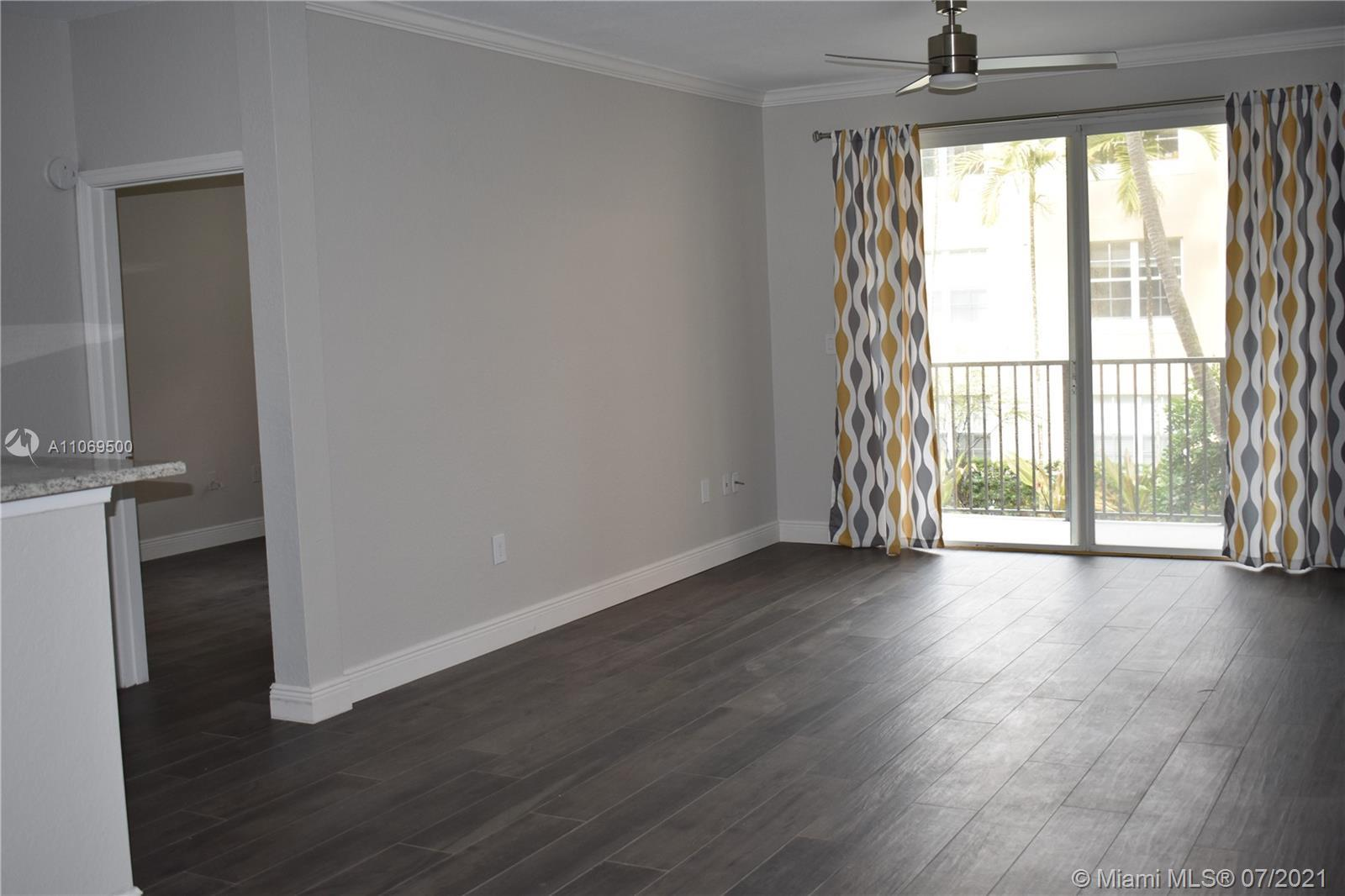 Beautiful and modern 2 bedroom, 2 bath unit overlooking a beautiful courtyard with fountain and barb