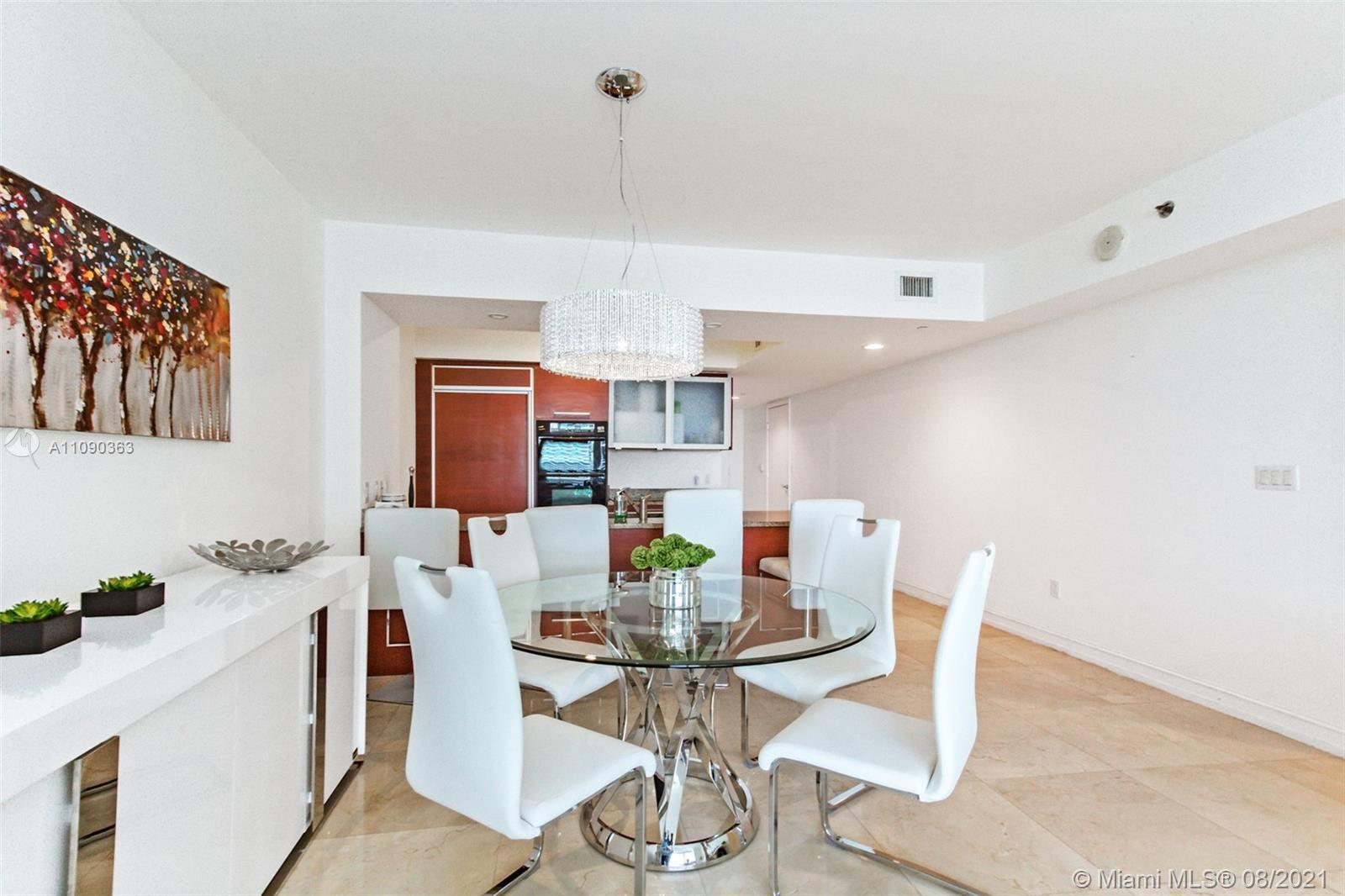 This 3 bedroom/2 bath on a high floor has a fresh and clean modern design. Easy to relax in this spa