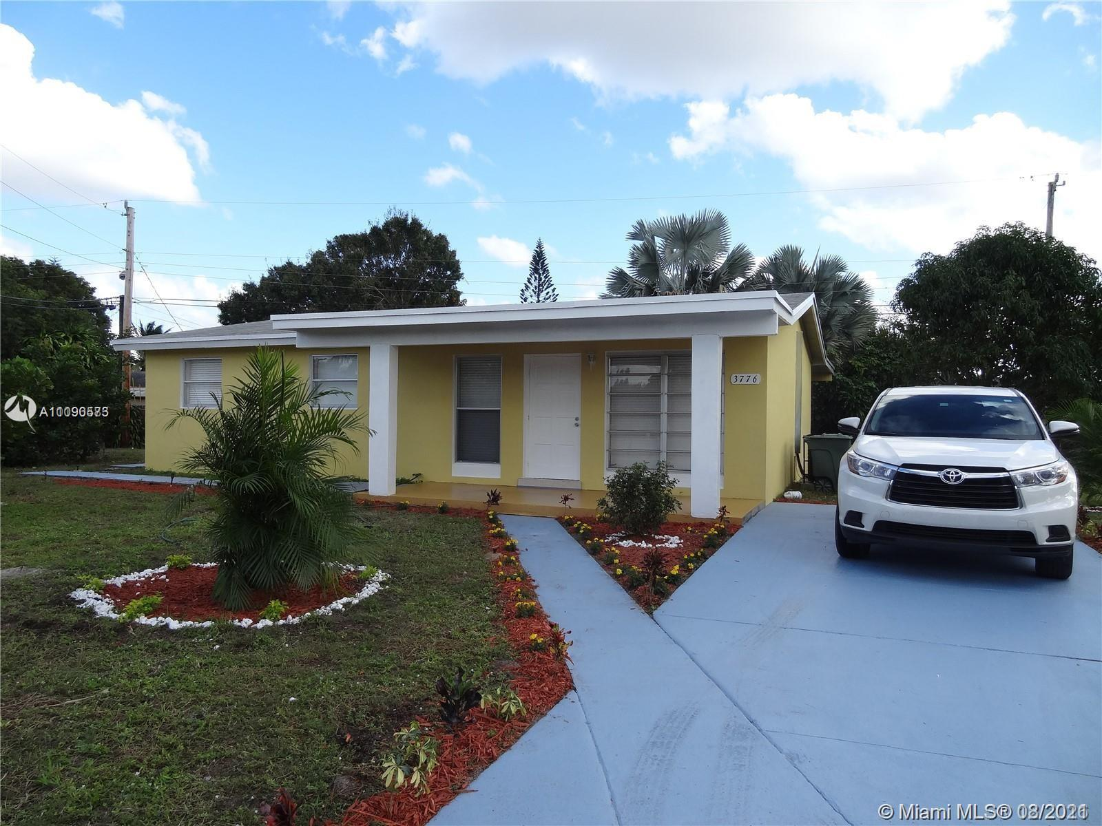 Beautiful single family home in Fort Lauderdale 3/2, home was fully remodeled in 2017, tile through