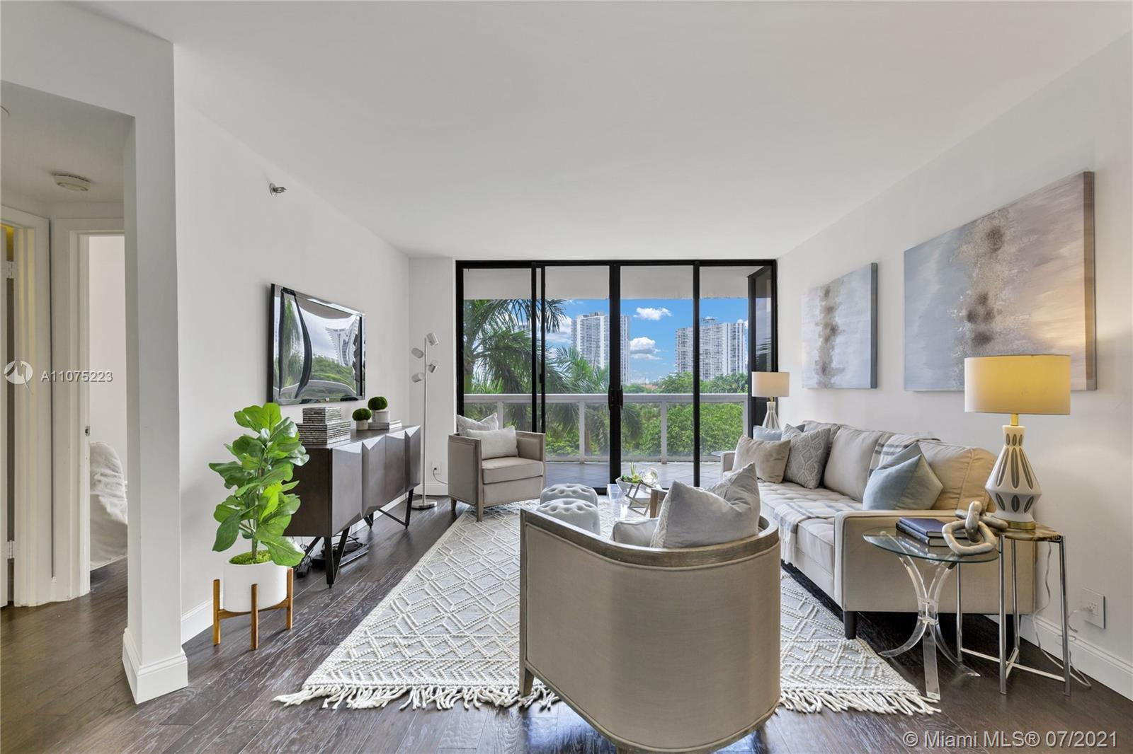 Welcome to your 2/2 Landmark Condo Aventura home, perfectly located between the Intracoastal Waterwa
