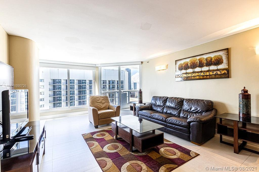 Beautiful furnished apartment located in the heart of Edgewater; this cozy unit features 3 bedrooms
