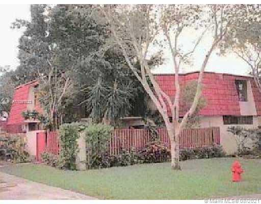 Beautiful move-in ready Corner lot townhouse, well kept, low HOA located in West Palm Beach FL. This