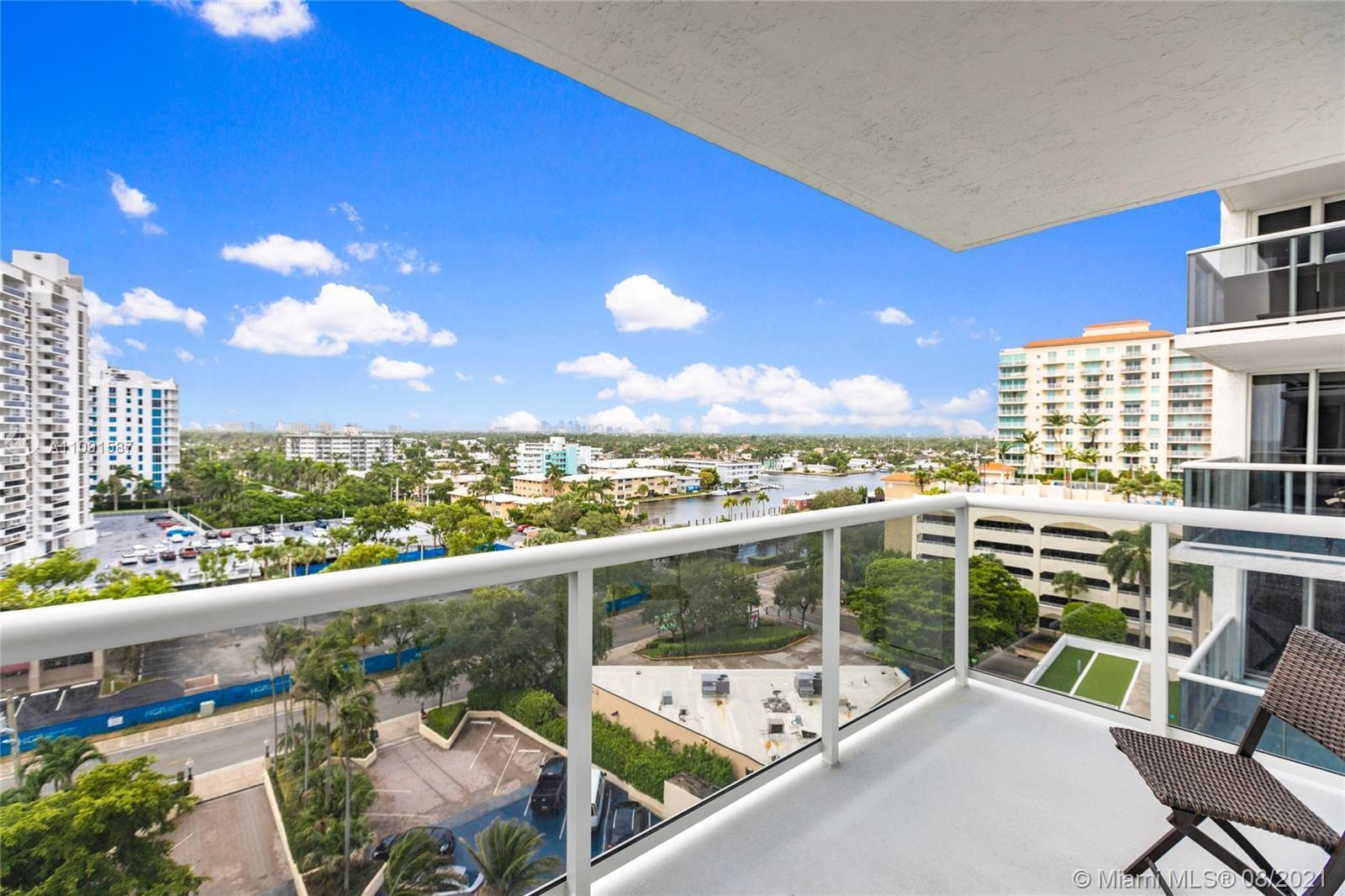 Beautifully Updated 2 Bedroom, 2 bathroom. 1144 SQFT unit with panoramic Ocean Views, downtown Las O