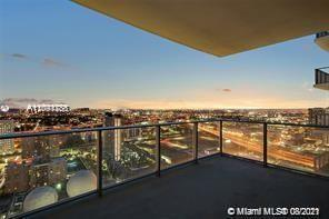 STUNNING RESIDENCE AT PARAMOUNT WORLDCENTER WITH THE BEST AMENITIES IN MIAMI! FANTASTIC LAYOUT W/ SP