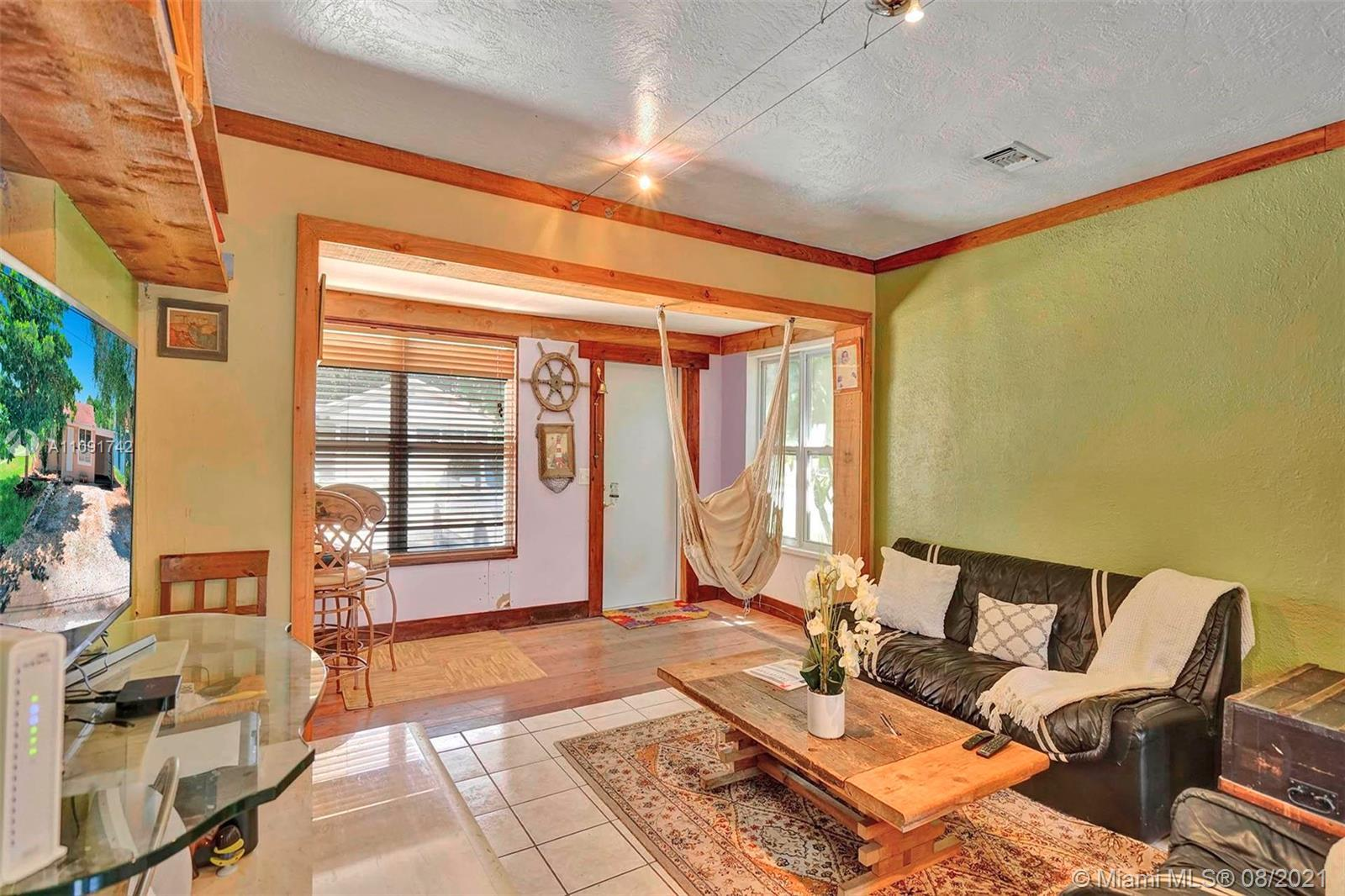 This cozy, open floor plan 3 beds/ 2 baths single family house in the heart of the highly desired ci