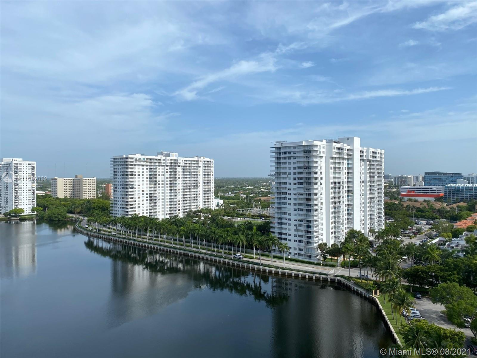 Beautiful and spacious 2 bedroom, 2 bathroom condo with amazing panoramic views of the lake and Aven
