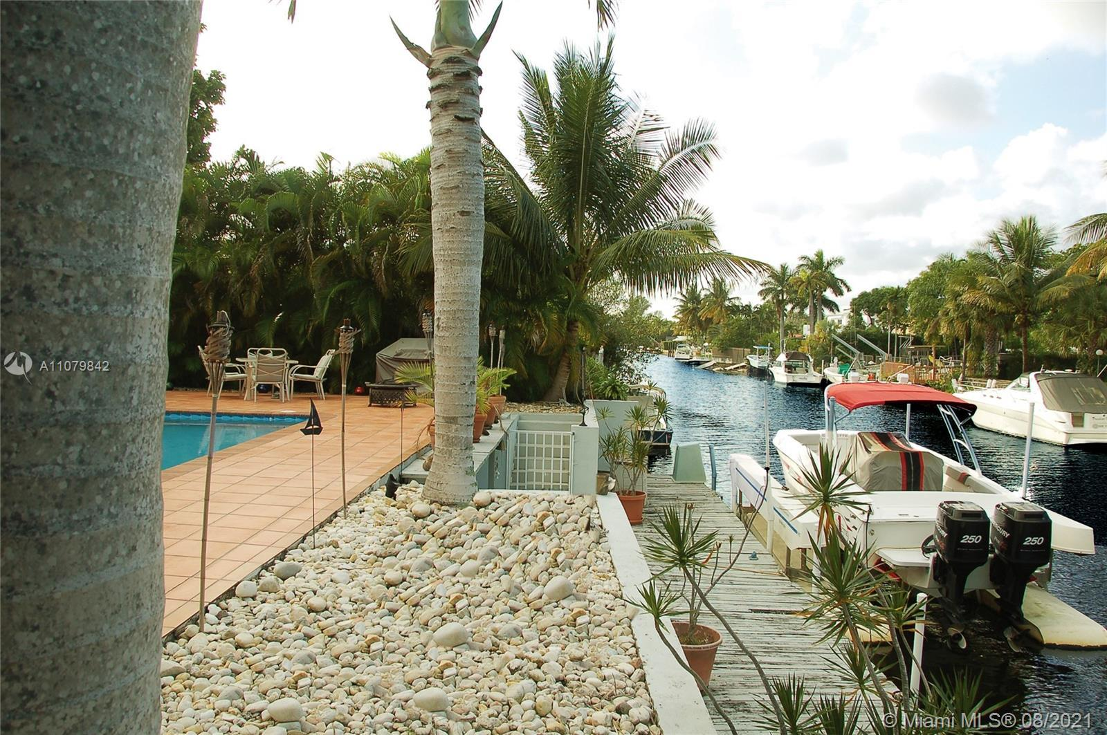 ** TENANT OCCUPIED - Do not disturb the Tenants - by appointment ONLY ** Great combination...WATERFR