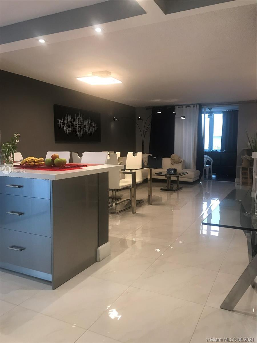 SPECTACULAR!! APARTMENT IN HALLANDALE BEACH. Come and enjoy the elegant lifestyle of Florida. Fully
