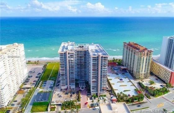 Beautiful oceanfront condo in Hallandale close to both airports on the ocean Hallandale beach exit o