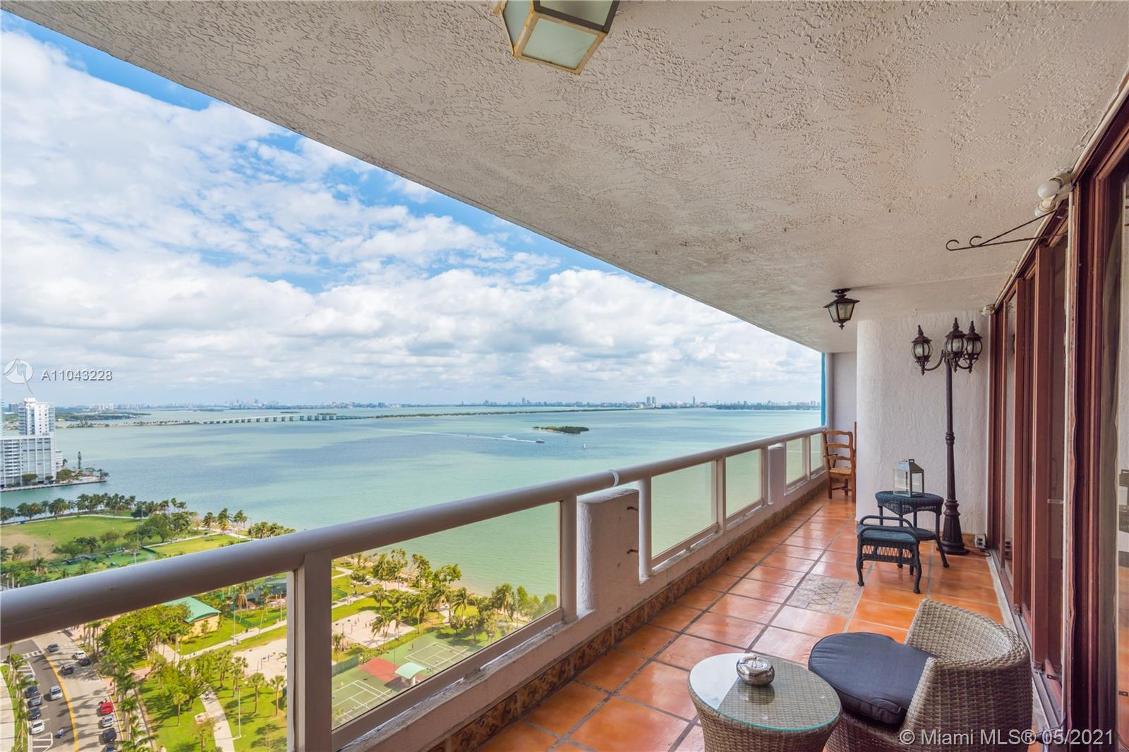 Beautiful WATER VIEWS of Biscayne Bay and the SPECTACULAR MIAMI SKYLINE. Best Deal in the Building!