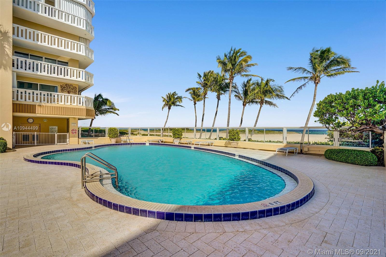 !!! PRICE REDUCED FOR A QUICK SALE !!! BUILDING DIRECT OCEANFRONT ON THE SAND !!! VIEW TO OCEAN AND