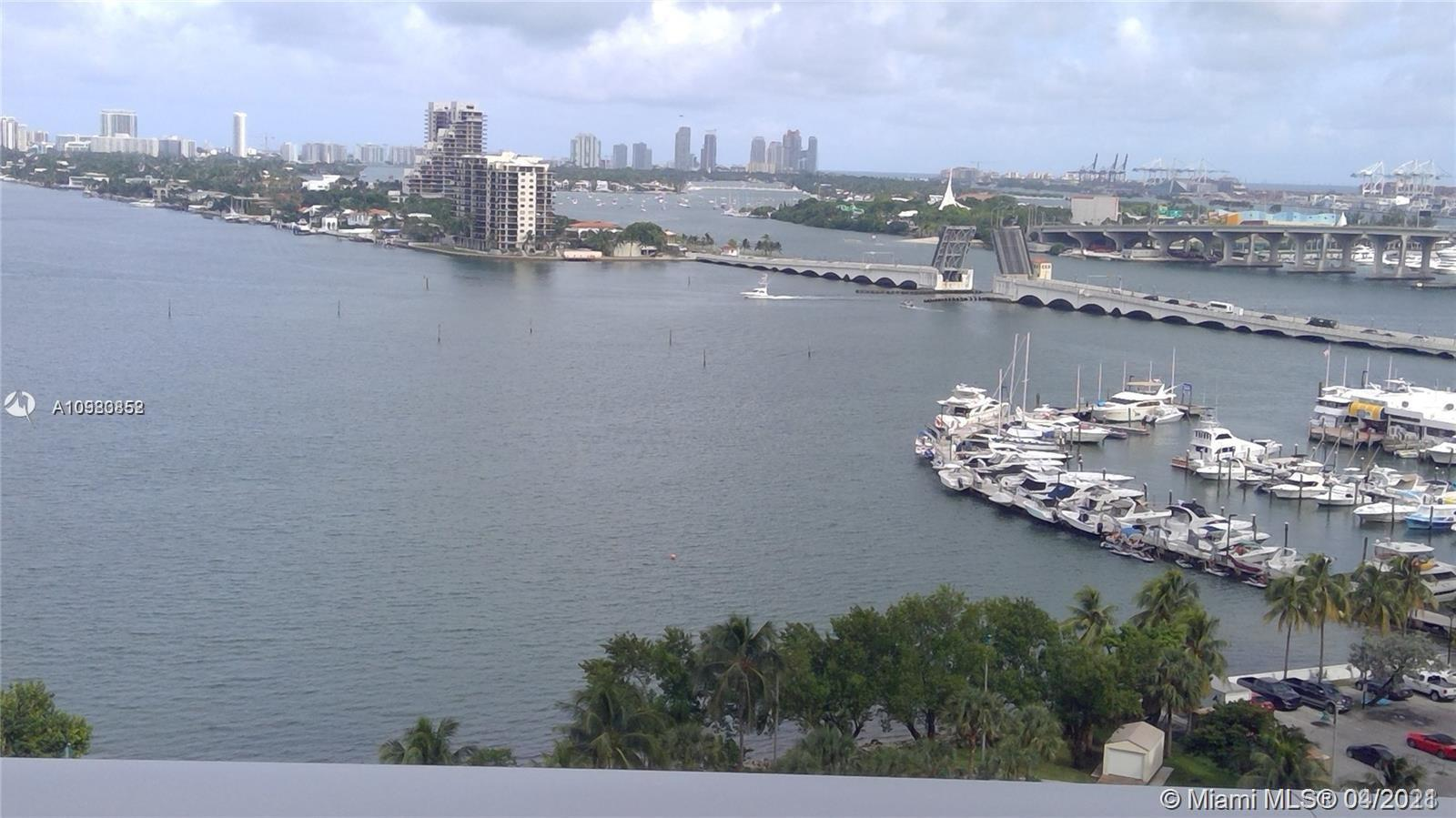 Gorgeous view of the bay, enjoy beautiful unit 1 Bed + DEN / 2 Full Baths with PRIVATE ELEVATOR and