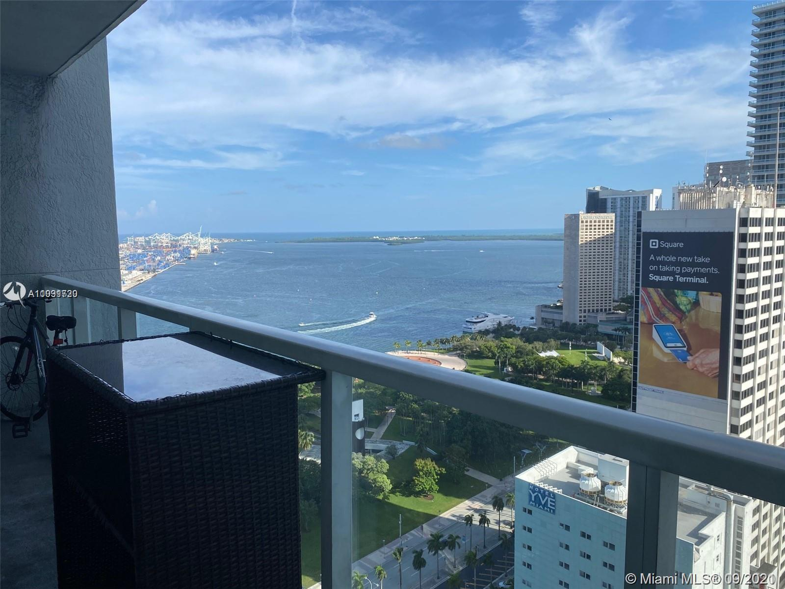 SPACIOUS STUDIO WITH OPEN LAYOUT, LARGE BALCONY AND STUNNING VIEWS OF BISCAYNE BAY & BAYFRONT PARK.