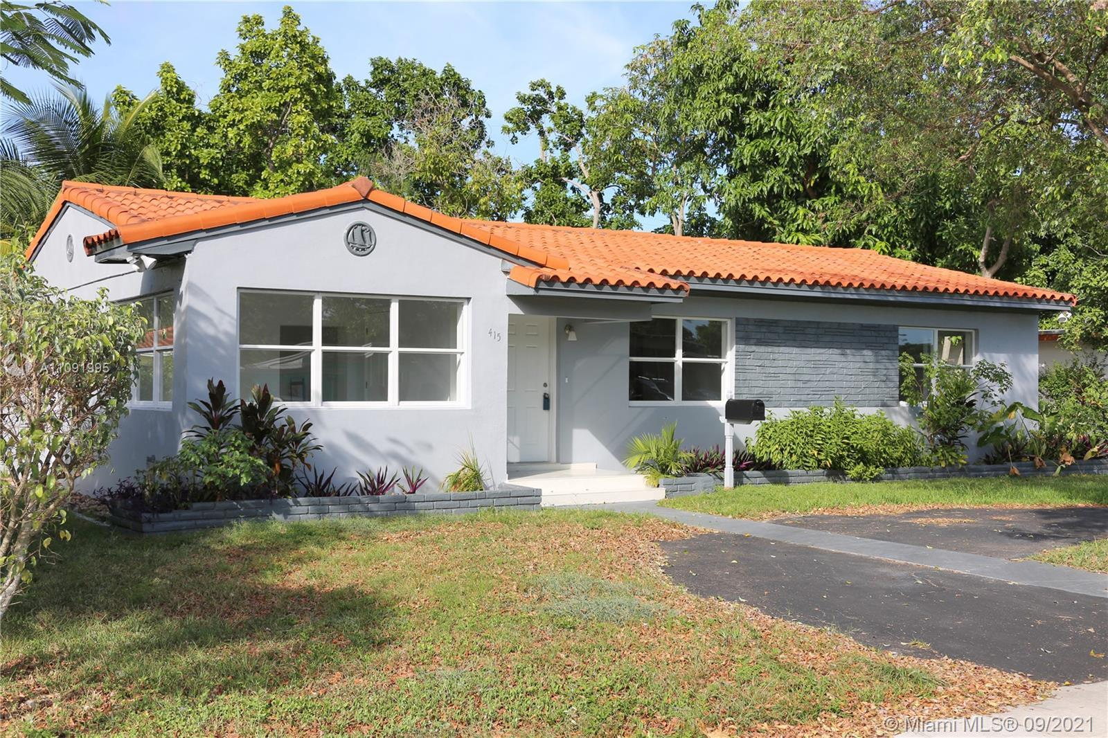 No HOA Single Home.  3 bedrooms and 2 bathroom with lots of room to grow. Super sized property with