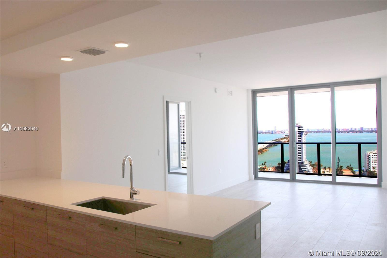 """Best floor plan for a 2 bed + den in the whole building. High floor and highly upgraded """"07"""" line wi"""