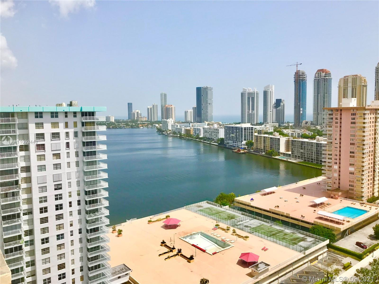 Penthouse in Winston Towers 700 with panoramic views of the bay, Atlantic Ocean and Sunny Isles Beac