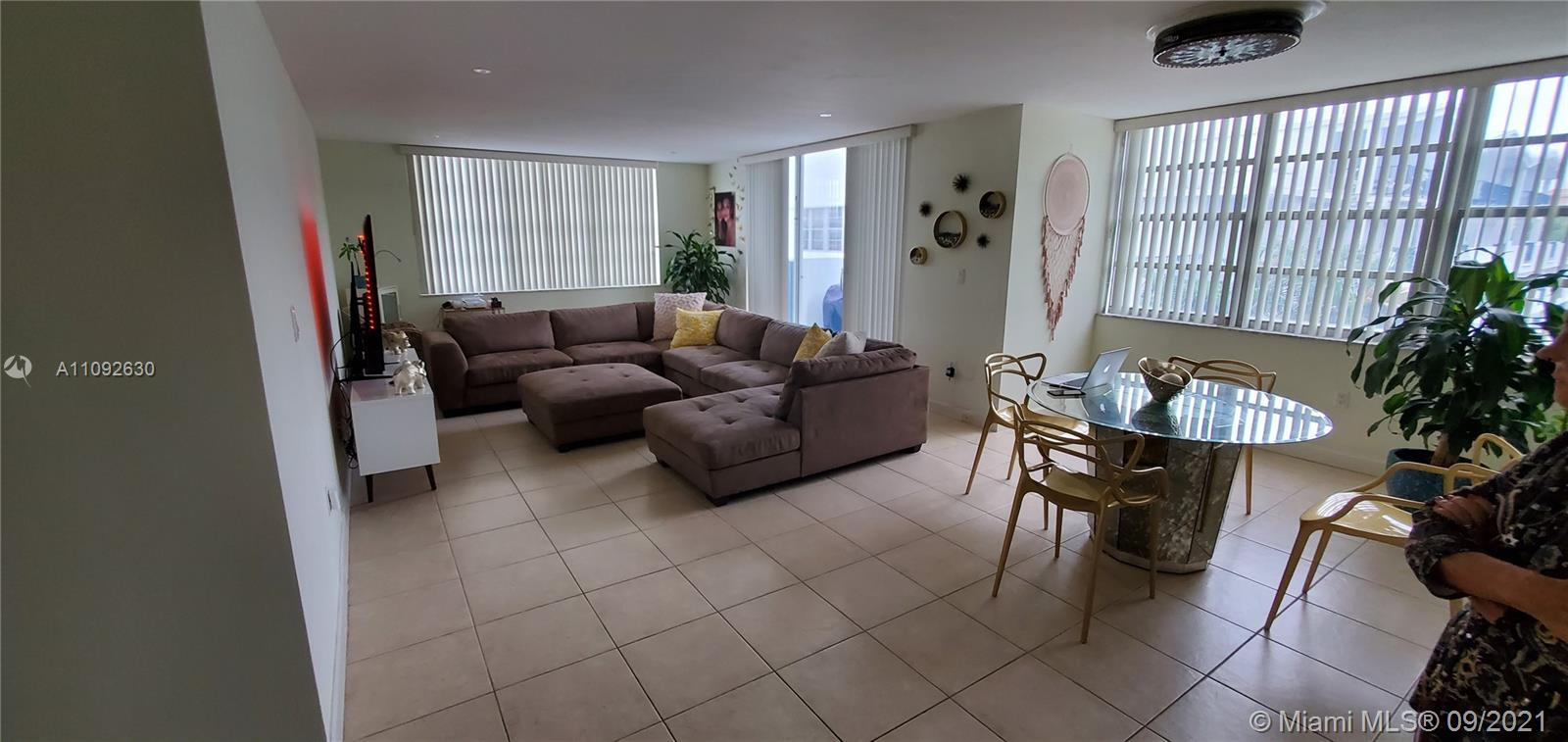 LOCATION LOCATION LOCATION! Bueatiful, partially upgraded 2/2 in the Heart of Aventura.  Minutes fro