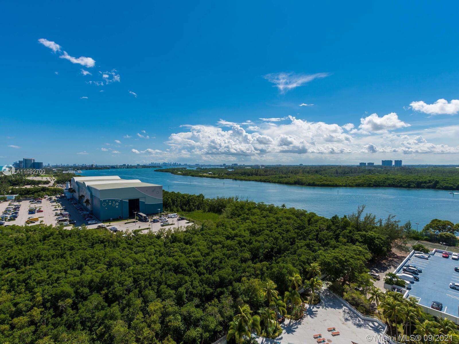 Panoramic ocean skyline and intracoastal views! 2/2 with marble floors. The master bdrm has 1 walk i