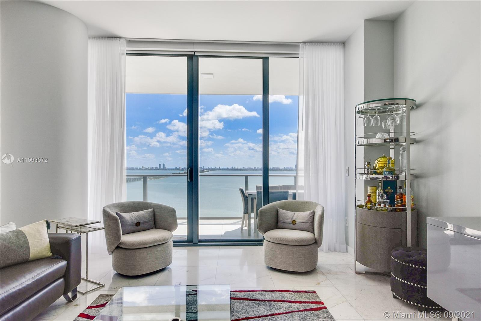 JUST LISTED ! In the heart of the Paraiso District. GranParaiso Unit 1907.  Impeccable North East Co