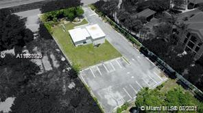 This is an oversize lot with the following features: Private driveway, clean and well-organized sanc
