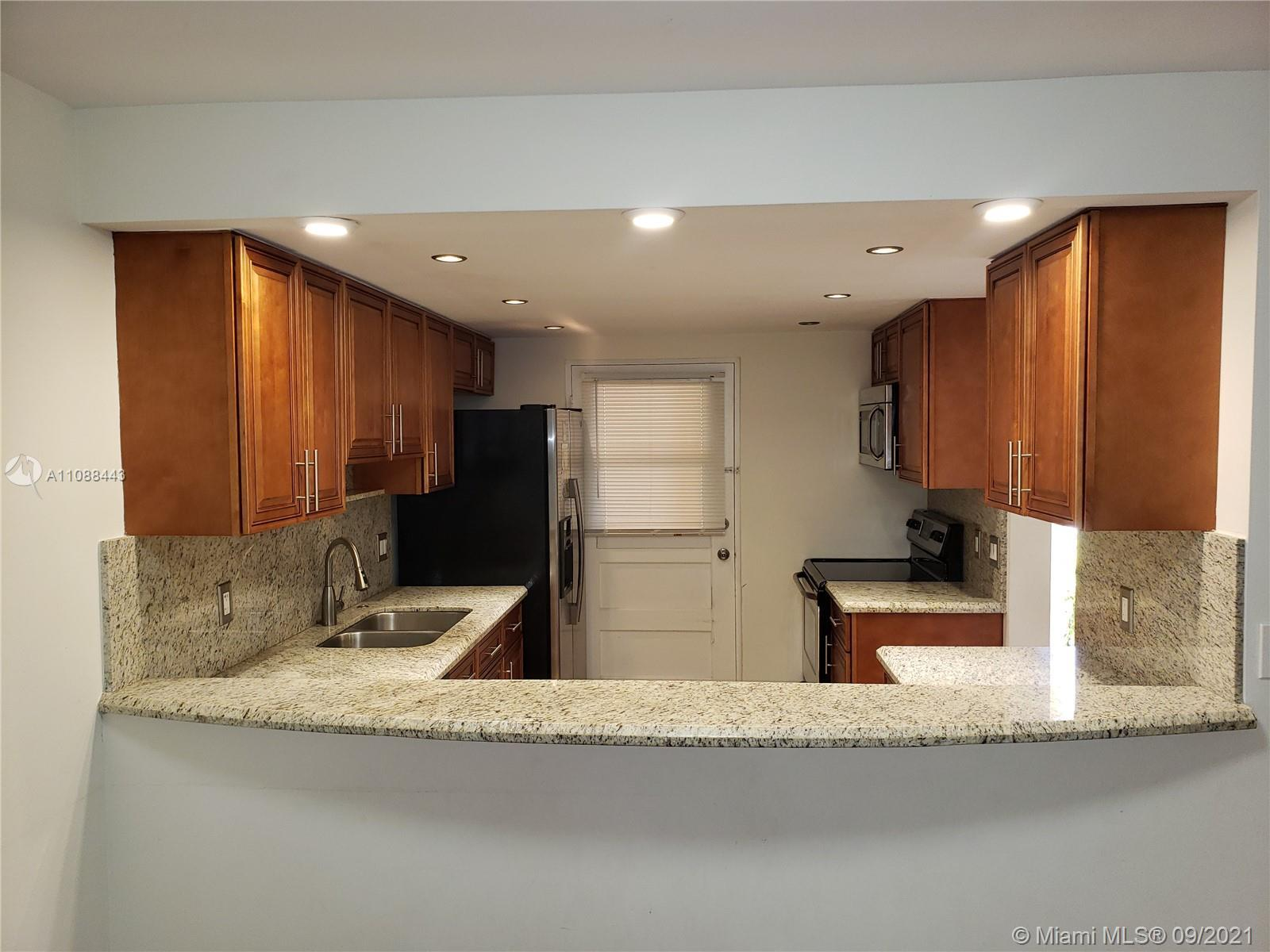Amazing 2bed/ 2bath plus Den can be use a bedroom #3, Stainless steel appliances, Laminate Wood floo
