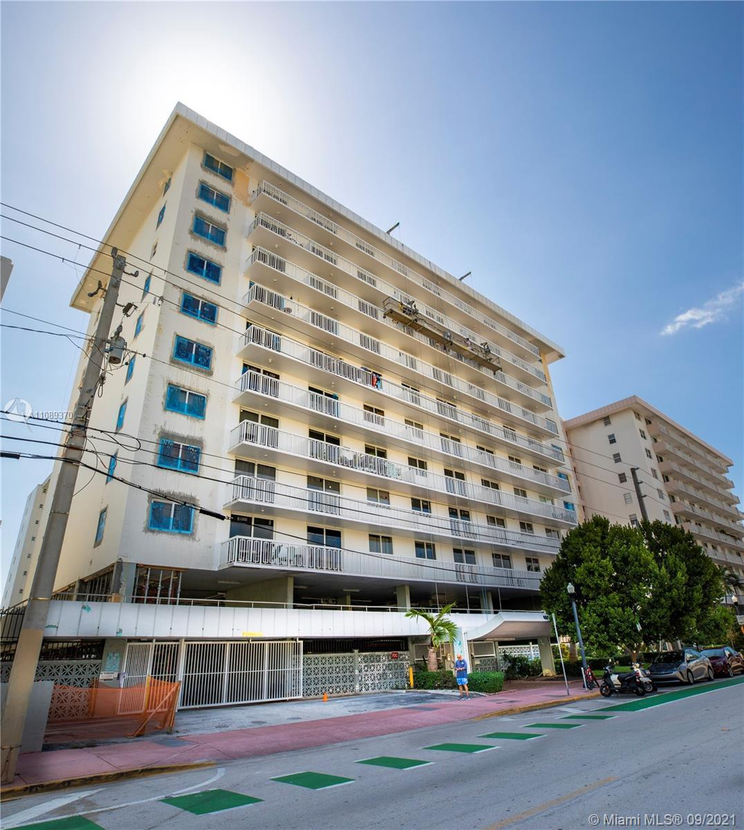 The best price Ocean Dr. 1/1 Condo on South Beach with direct access to the beach South of Fifth. Po