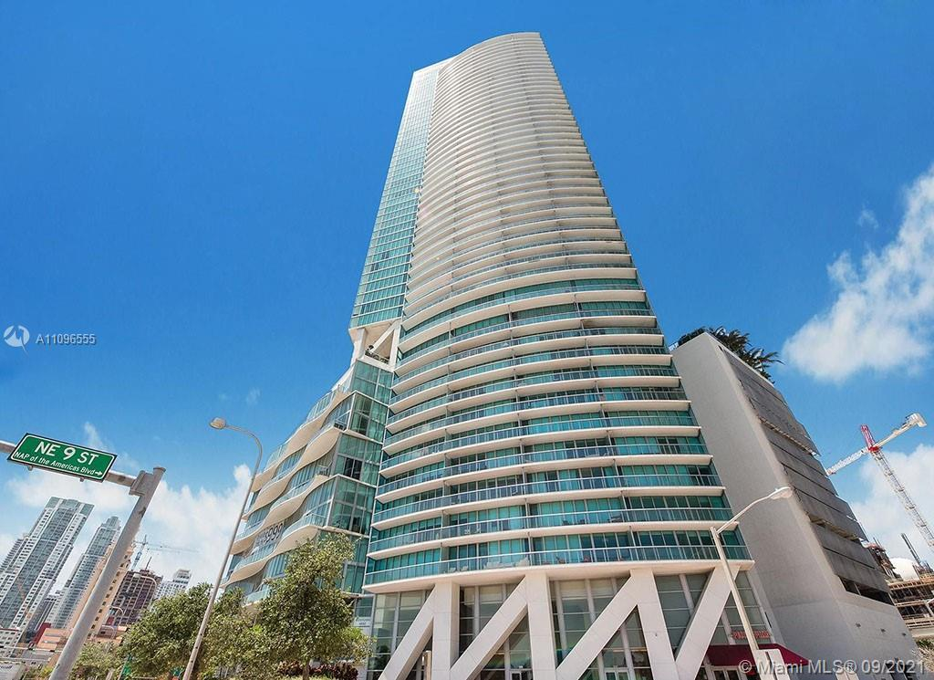 Spectacular views 3 bedroom + 3.5 Bathroom Condo in Downtown Miami, Unfurnished. Stainless steel app