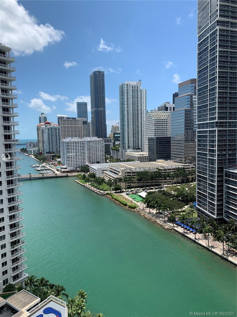 Spectacular 1 bedroom, 1.5 bath with amazing views of the Bay, Brickell Skyline and more. Beautiful