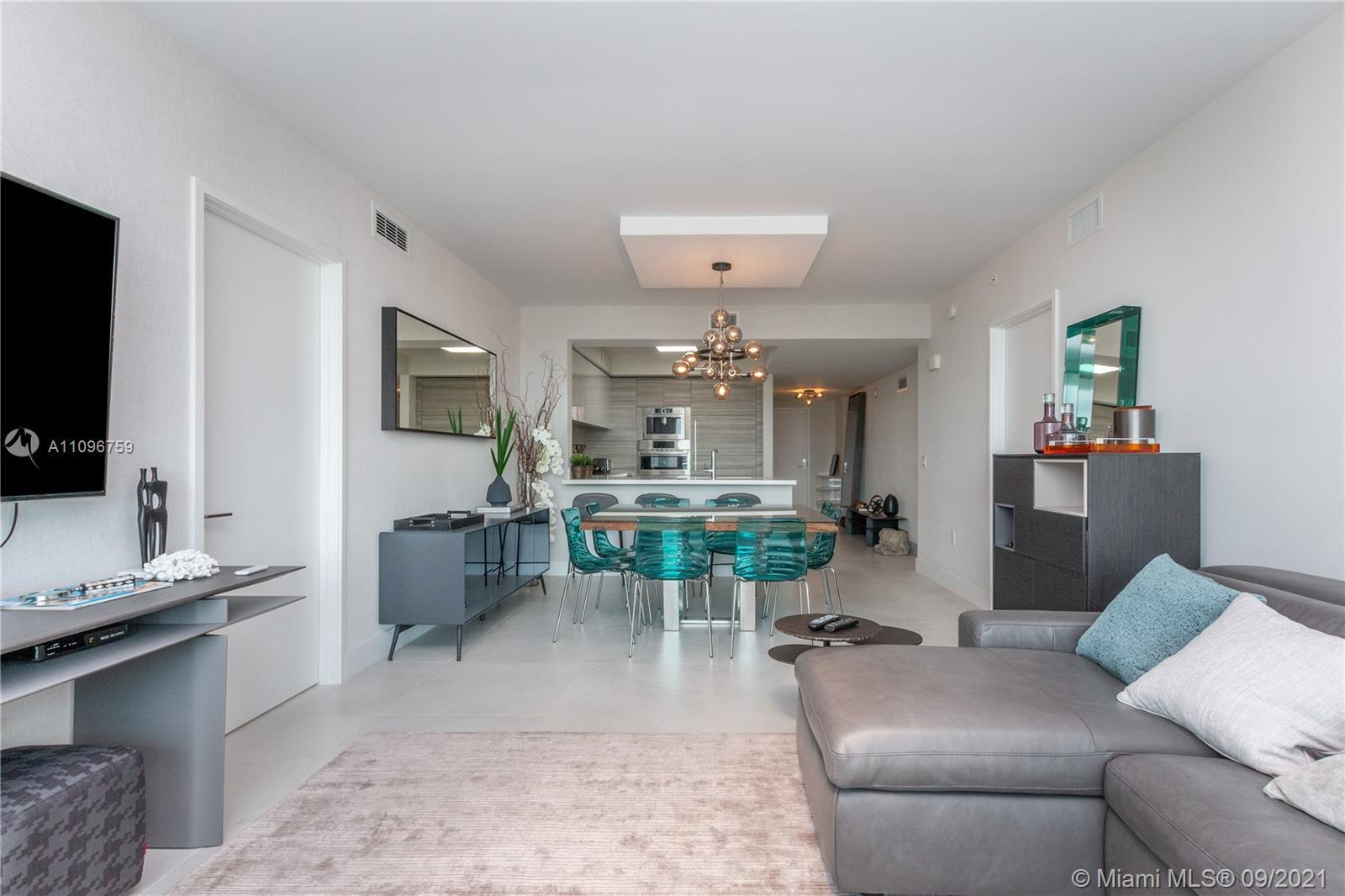 Gorgeous 3 bed 3 bath unit overlooking haulover park and sunny isles. 5-10 minutes away from the mos