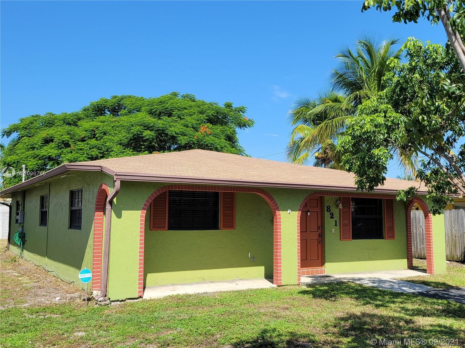 New Roof - New A/C - Hurricane Windows. SOLID 3/2 SINGLE FAMILY HOME IN THE HEART OF POMPANO BEACH W