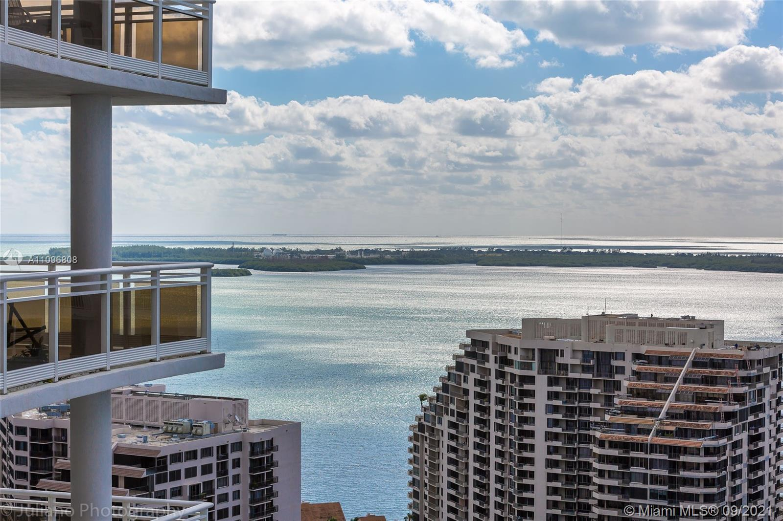 SPECTACULAR UNIT IN THE EXCLUSIVE BRICKELL KEY ISLAND,10' HIGH FLOOR TO CEILING WINDOWS OFFERING 1 B