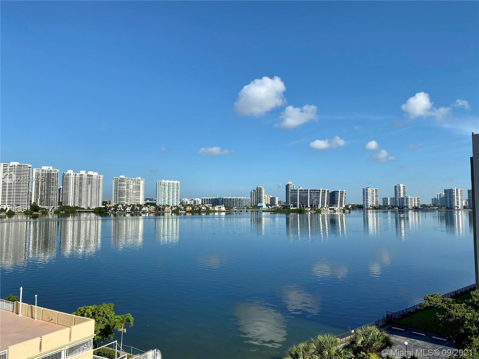 Corner apartment 2B/2B at Winston Towers 200. Large 1860sq ft condo with balcony, views of the Bay a