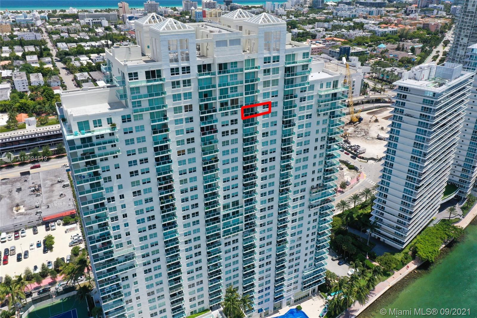 Breathtaking Direct View of Biscayne Bay and Downtown Miami Skyline. Stunning Sunsets view. Updated