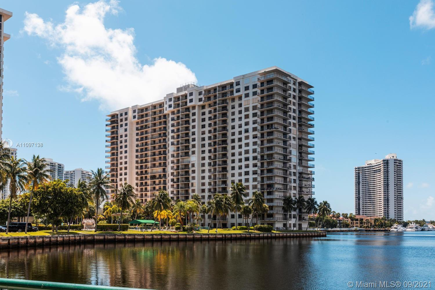 Delightful lake and shimmering city light views from spacious 1bedroom, 1.5bath condo. Laminate in l