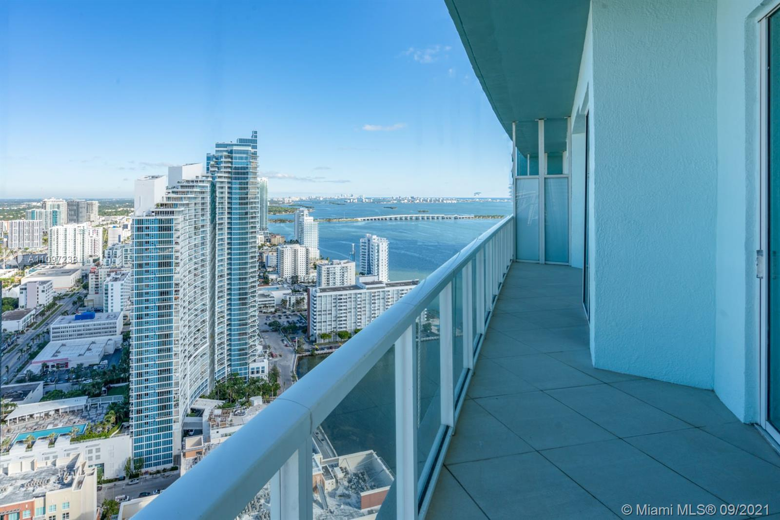 Amazing water and city at Quantum on the Bay 2 bed/2.5 baths this unit features one of the best layo