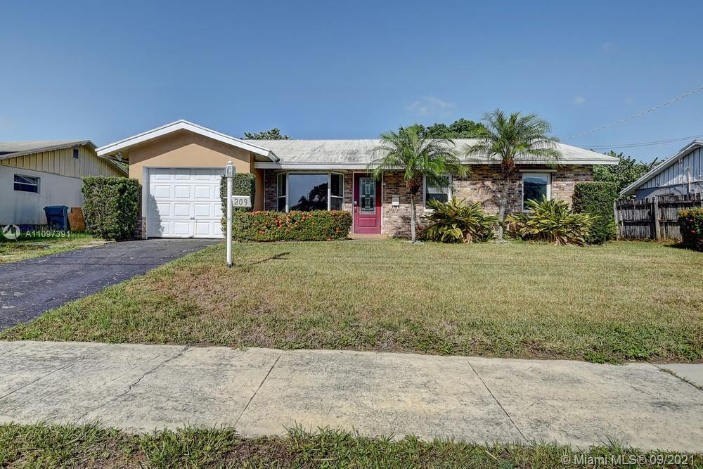 Lovely 3 bedroom, 2 bathroom single-family home in Boynton Beach! This perfect starter home or inves