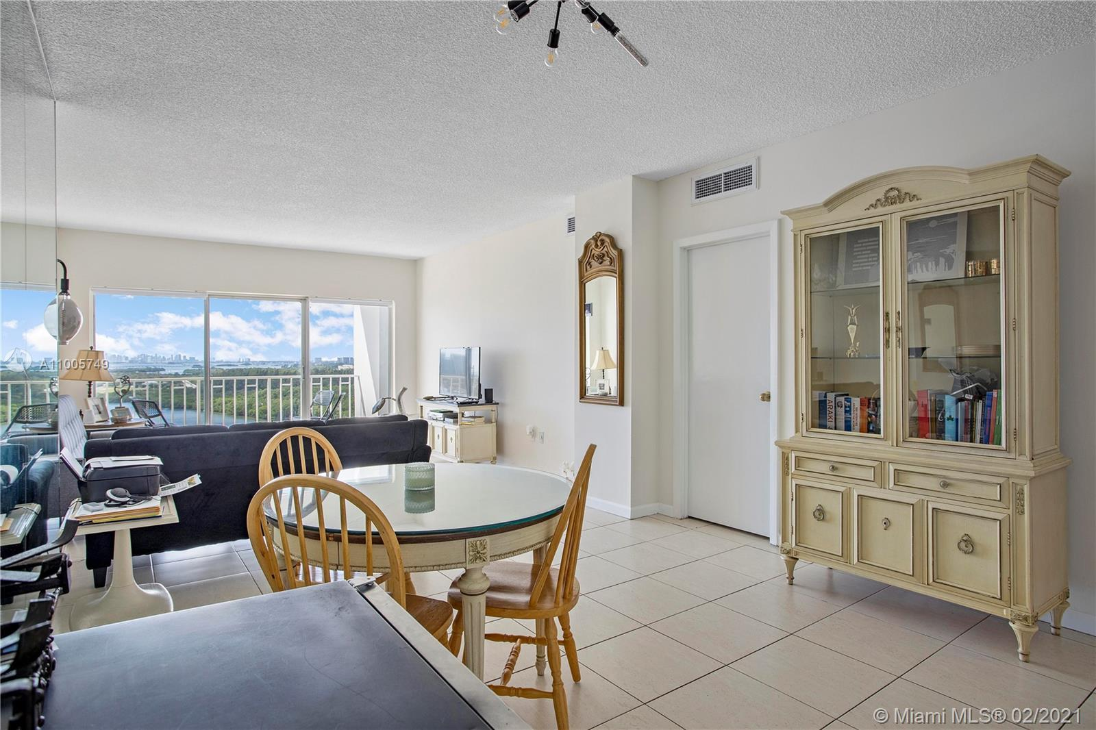 Unit with 1Million $$ views.  Fall in love at first sight: 1/1 and a half bath, almost 800 sqft.