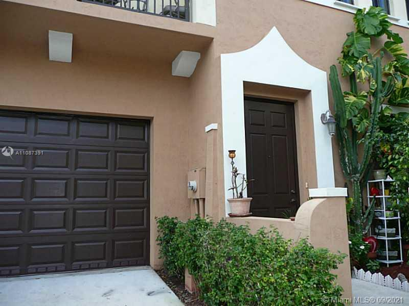 Tenant occupied, only accept appointment on Sunday and Wednesday 5 to 6pm. Gated luxury townhouse,