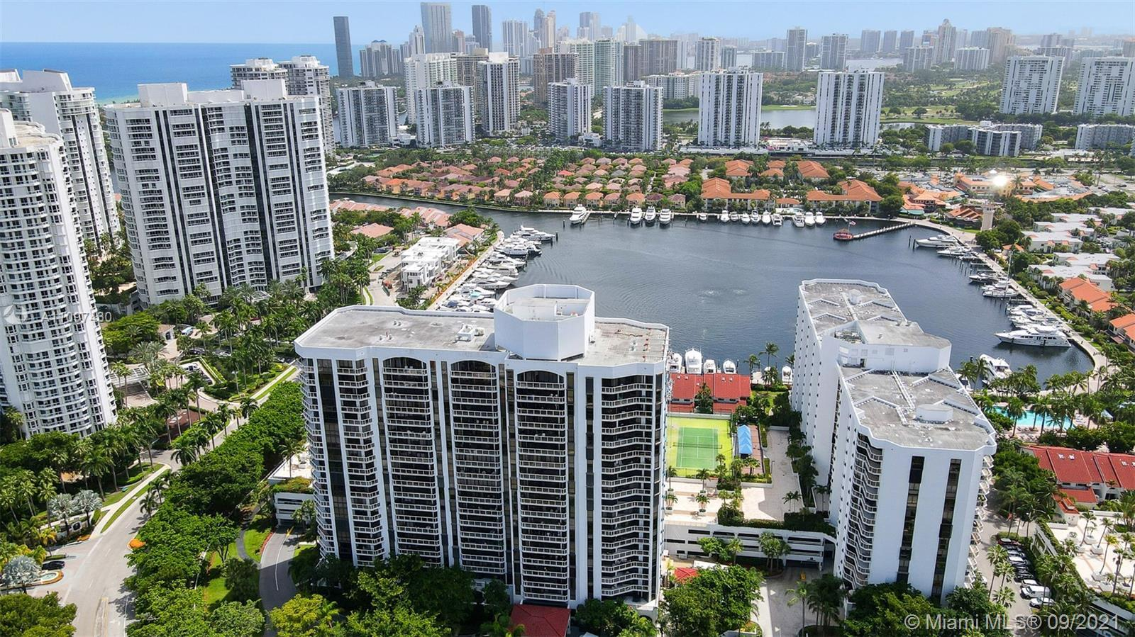 The only and best priced corner unit 3B/2B in Harborside Aventura. This lovely condo comes with 2 pa