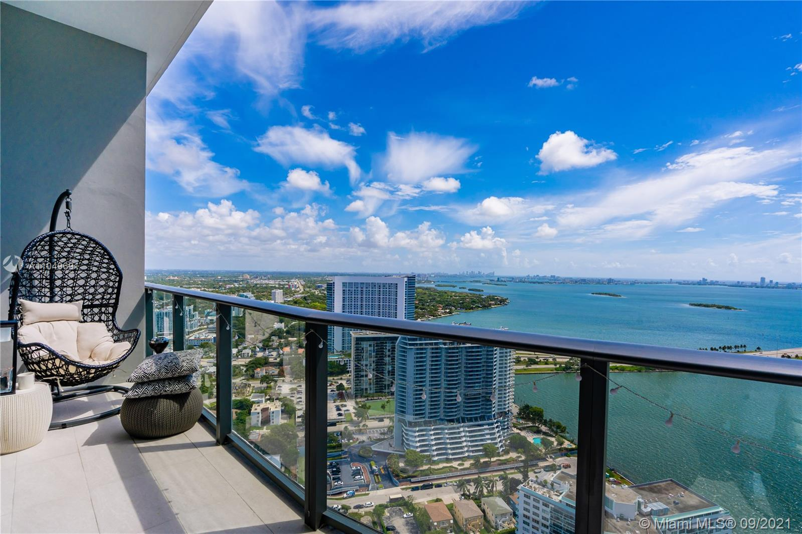 Welcome to this gorgeous Condo 3Beds 3Baths with a spectacular view of Biscayne Bay and Miami Beach.